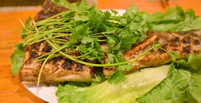 Nhà hàng Cá Hồi Hang Dơi