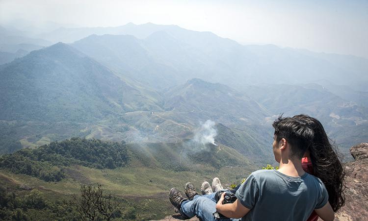 Đỉnh Pha Luông Mộc Châu trong bộ ảnh cực chất của cặp đôi mê phượt