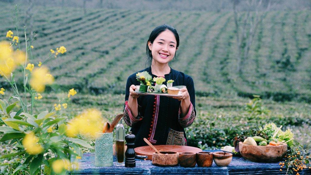 Cô gái xinh đẹp, làm video nấu ăn giữa núi rừng Tây Bắc